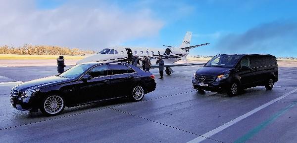 Nos taxis, Voiture ou minibus.<br /> A votre service !